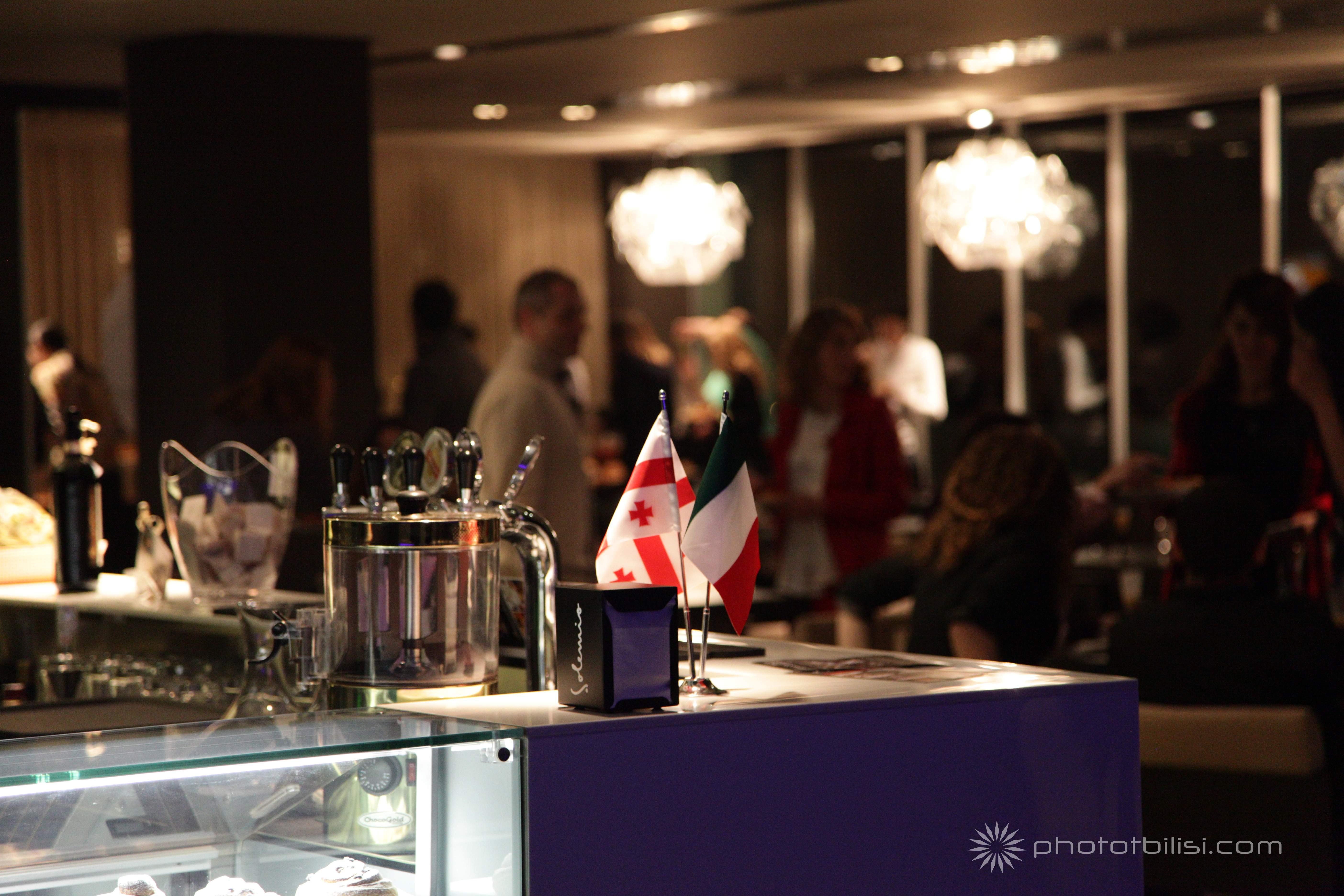 interiors - restaurant IMG_7850